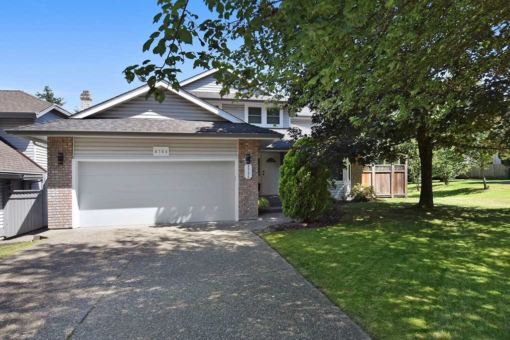 """Main Photo: 8784 212 Street in Langley: Walnut Grove House for sale in """"Forest Hills"""" : MLS®# R2185000"""