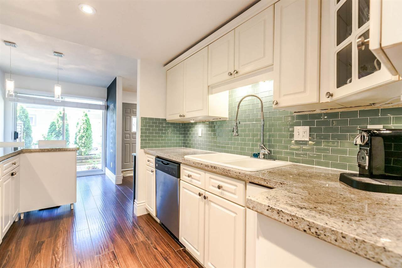 "Photo 6: Photos: 20 828 W 16TH Street in North Vancouver: Hamilton Townhouse for sale in ""Hamilton Court"" : MLS®# R2191452"
