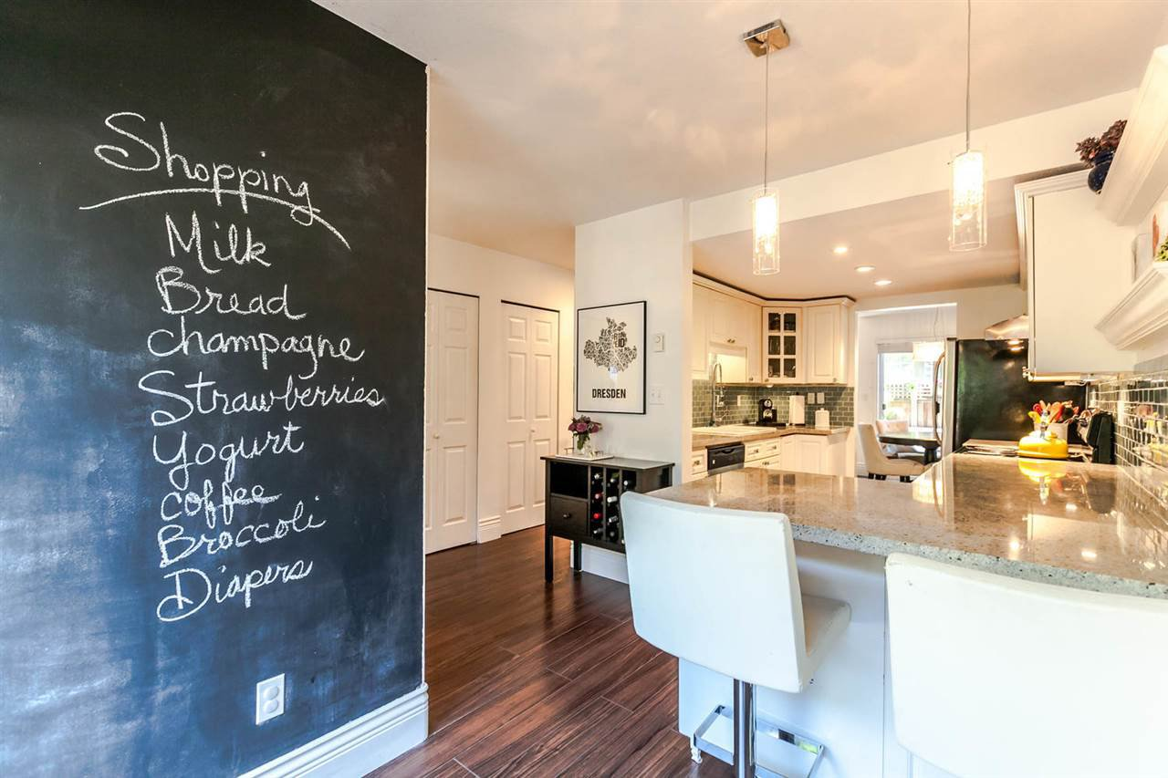"Photo 3: Photos: 20 828 W 16TH Street in North Vancouver: Hamilton Townhouse for sale in ""Hamilton Court"" : MLS®# R2191452"