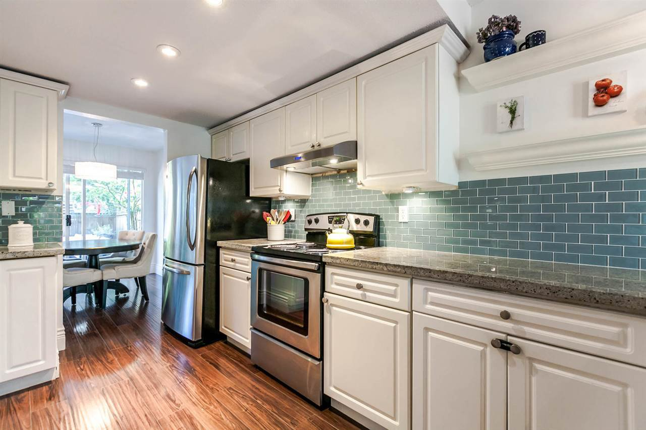 "Photo 4: Photos: 20 828 W 16TH Street in North Vancouver: Hamilton Townhouse for sale in ""Hamilton Court"" : MLS®# R2191452"