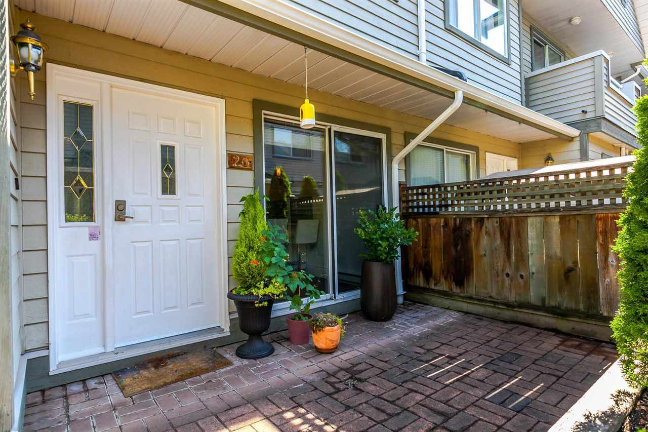 "Photo 2: Photos: 20 828 W 16TH Street in North Vancouver: Hamilton Townhouse for sale in ""Hamilton Court"" : MLS®# R2191452"
