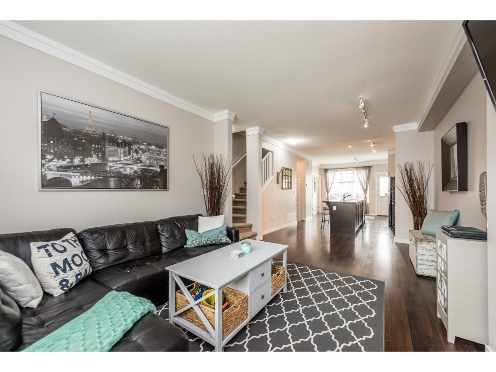 """Photo 5: Photos: 25 6956 193 Street in Surrey: Clayton Townhouse for sale in """"Edge"""" (Cloverdale)  : MLS®# R2194884"""