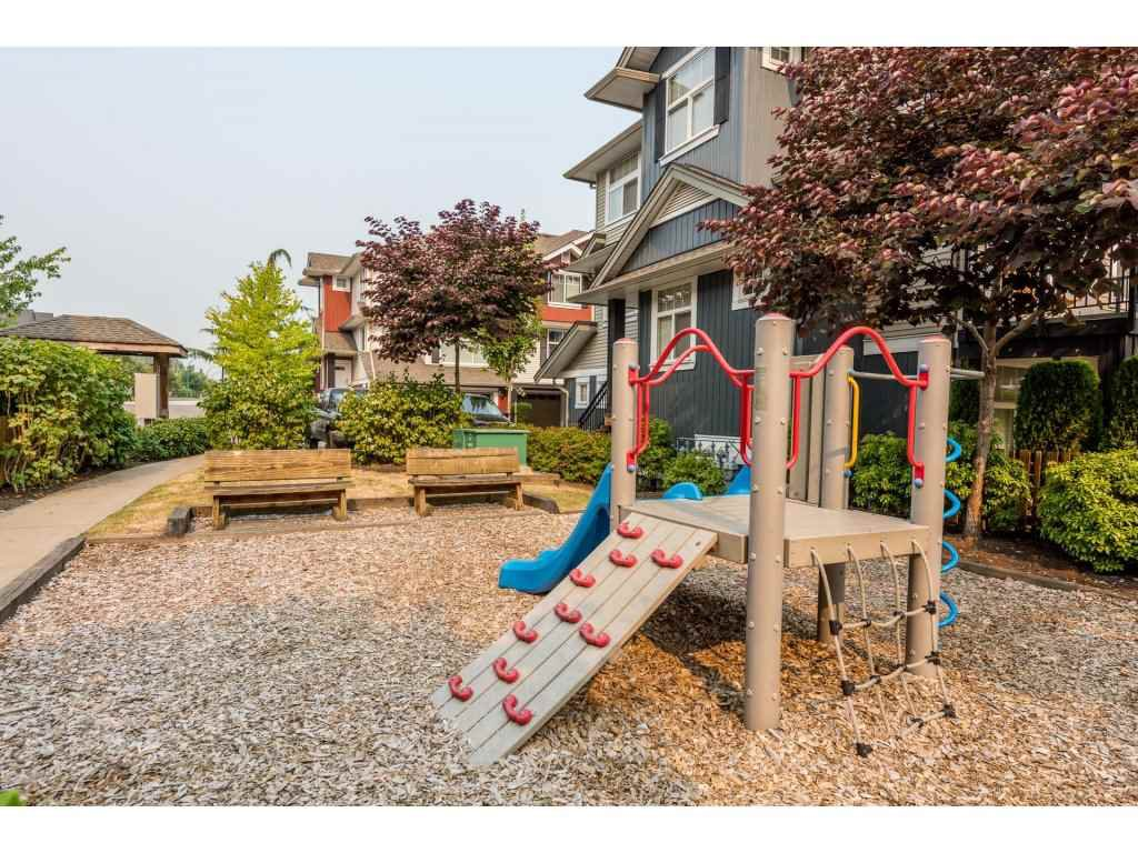 """Photo 20: Photos: 25 6956 193 Street in Surrey: Clayton Townhouse for sale in """"Edge"""" (Cloverdale)  : MLS®# R2194884"""