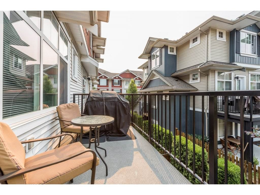 """Photo 2: Photos: 25 6956 193 Street in Surrey: Clayton Townhouse for sale in """"Edge"""" (Cloverdale)  : MLS®# R2194884"""