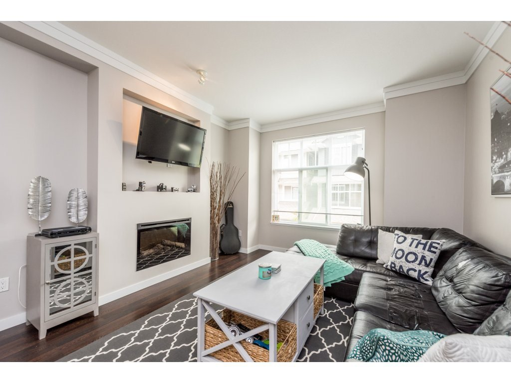 """Photo 3: Photos: 25 6956 193 Street in Surrey: Clayton Townhouse for sale in """"Edge"""" (Cloverdale)  : MLS®# R2194884"""
