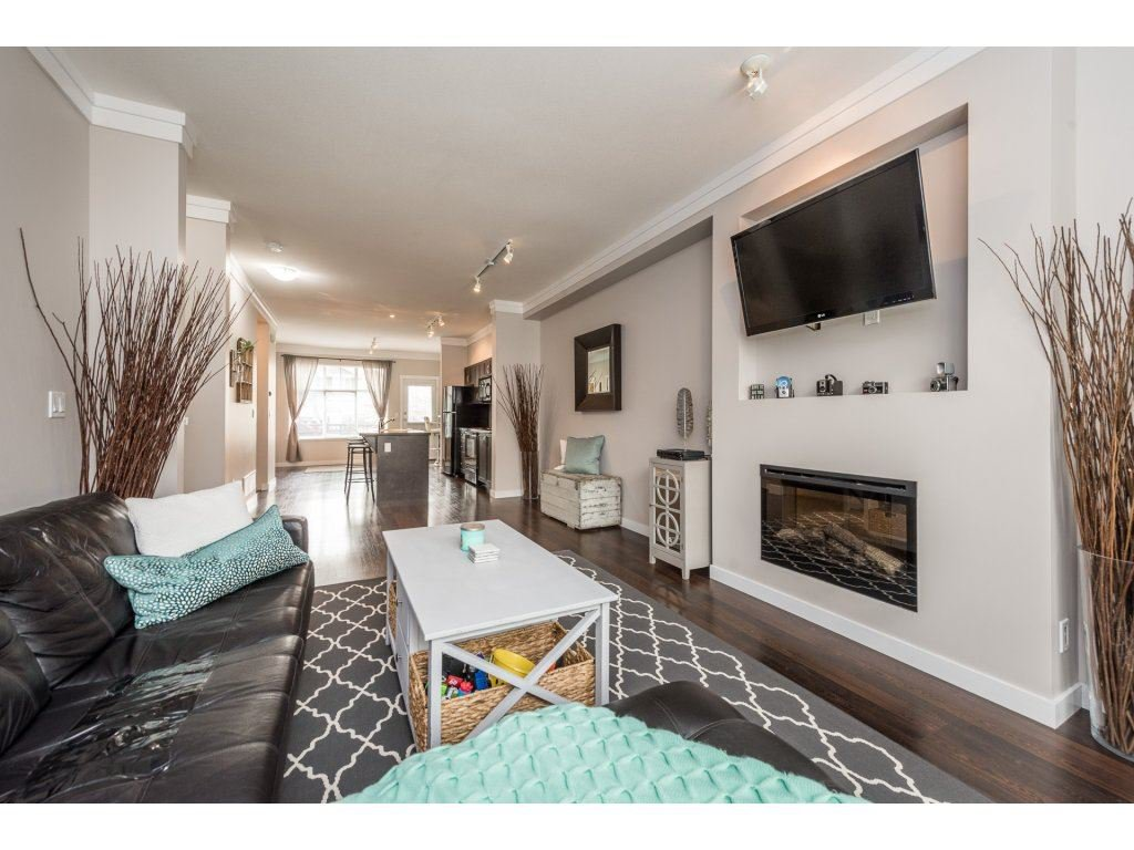 """Photo 4: Photos: 25 6956 193 Street in Surrey: Clayton Townhouse for sale in """"Edge"""" (Cloverdale)  : MLS®# R2194884"""