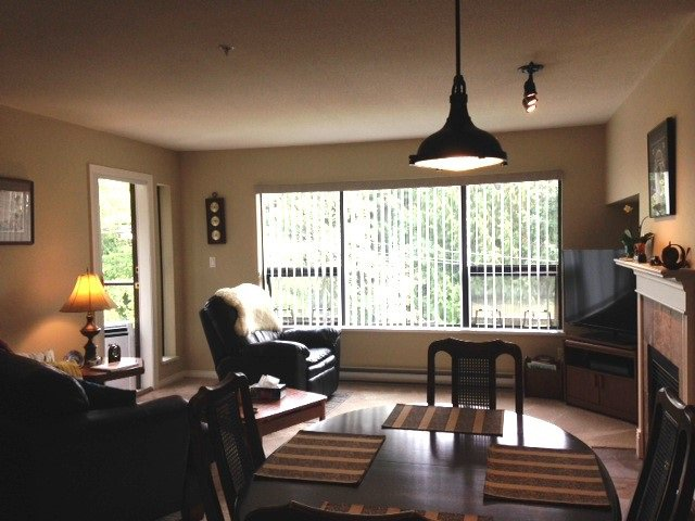 Main Photo: 302 5855 COWRIE Street in Sechelt: Sechelt District Condo for sale (Sunshine Coast)  : MLS®# R2196290