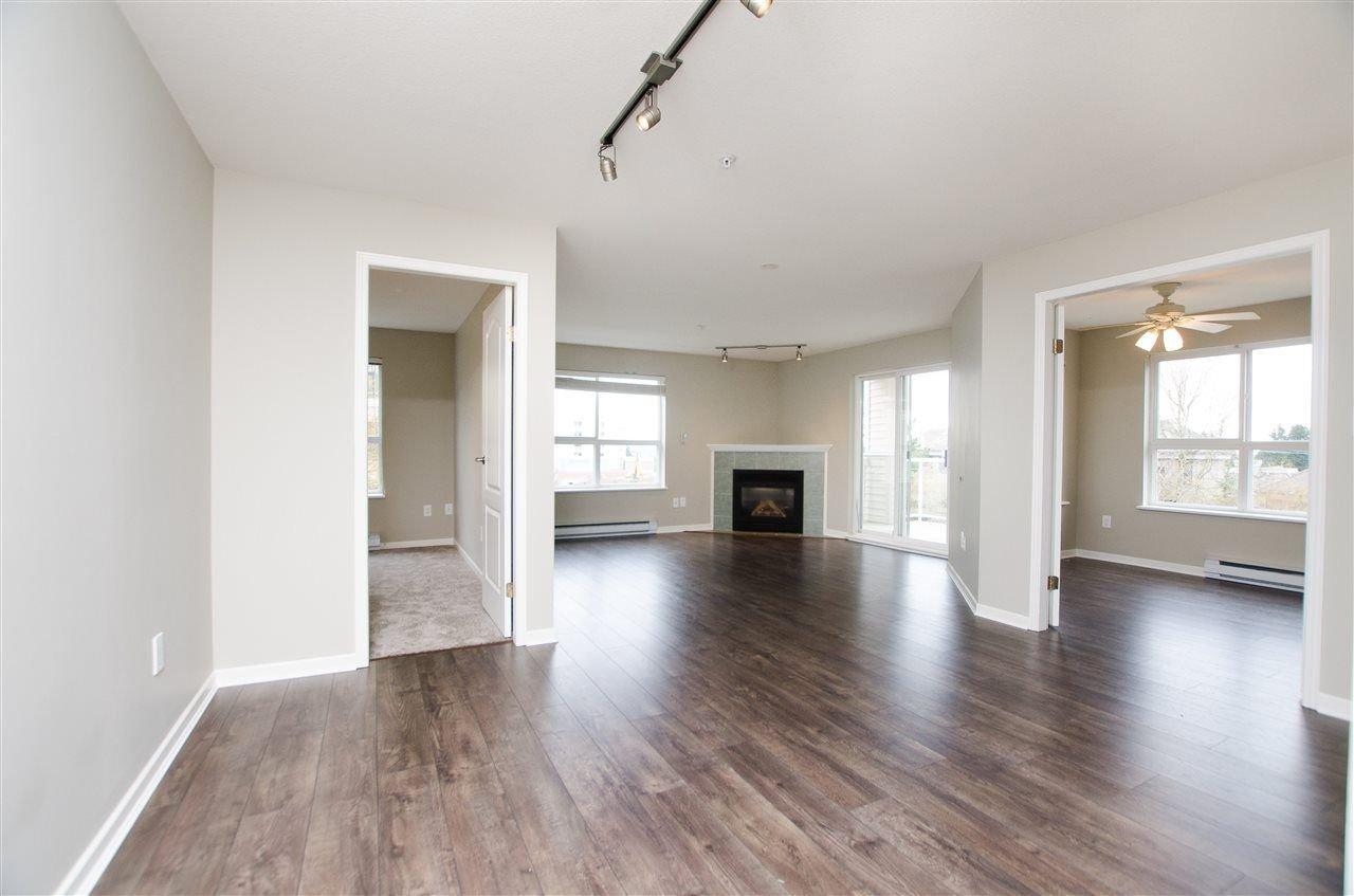"Photo 4: Photos: 323 1588 BEST Street: White Rock Condo for sale in ""Monterey"" (South Surrey White Rock)  : MLS®# R2256976"