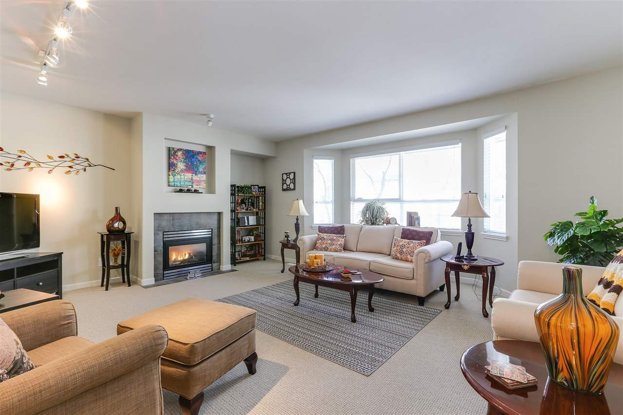 """Photo 3: Photos: 12 241 PARKSIDE Drive in Port Moody: Heritage Mountain Townhouse for sale in """"PINEHURST"""" : MLS®# R2361152"""