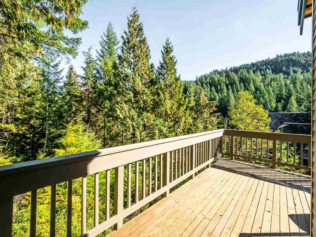 Photo 16: Photos: 1048 TOBERMORY Way in Squamish: Garibaldi Highlands House for sale : MLS®# R2364094