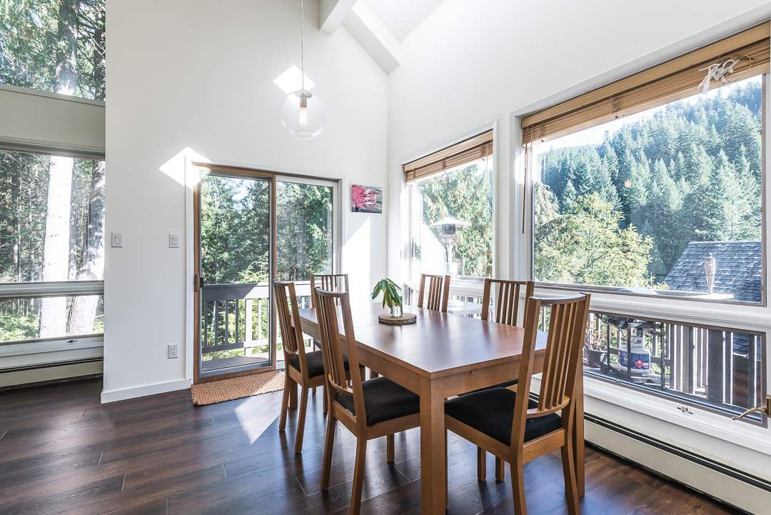 Photo 5: Photos: 1048 TOBERMORY Way in Squamish: Garibaldi Highlands House for sale : MLS®# R2364094