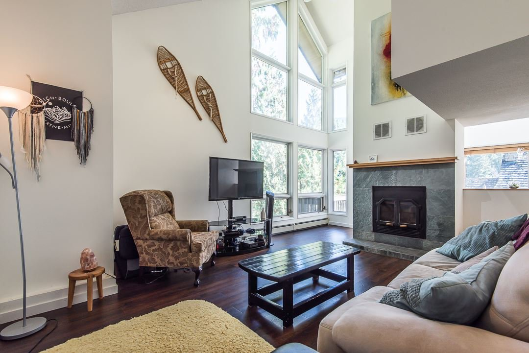 Photo 2: Photos: 1048 TOBERMORY Way in Squamish: Garibaldi Highlands House for sale : MLS®# R2364094