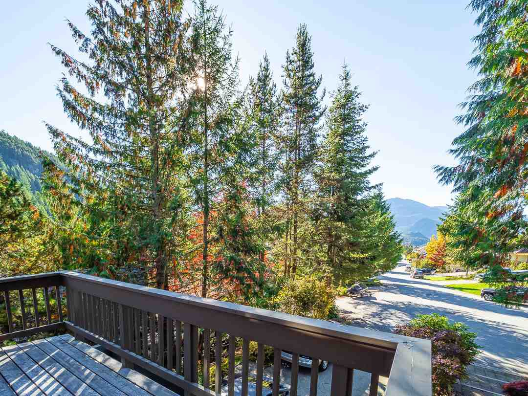 Photo 14: Photos: 1048 TOBERMORY Way in Squamish: Garibaldi Highlands House for sale : MLS®# R2364094