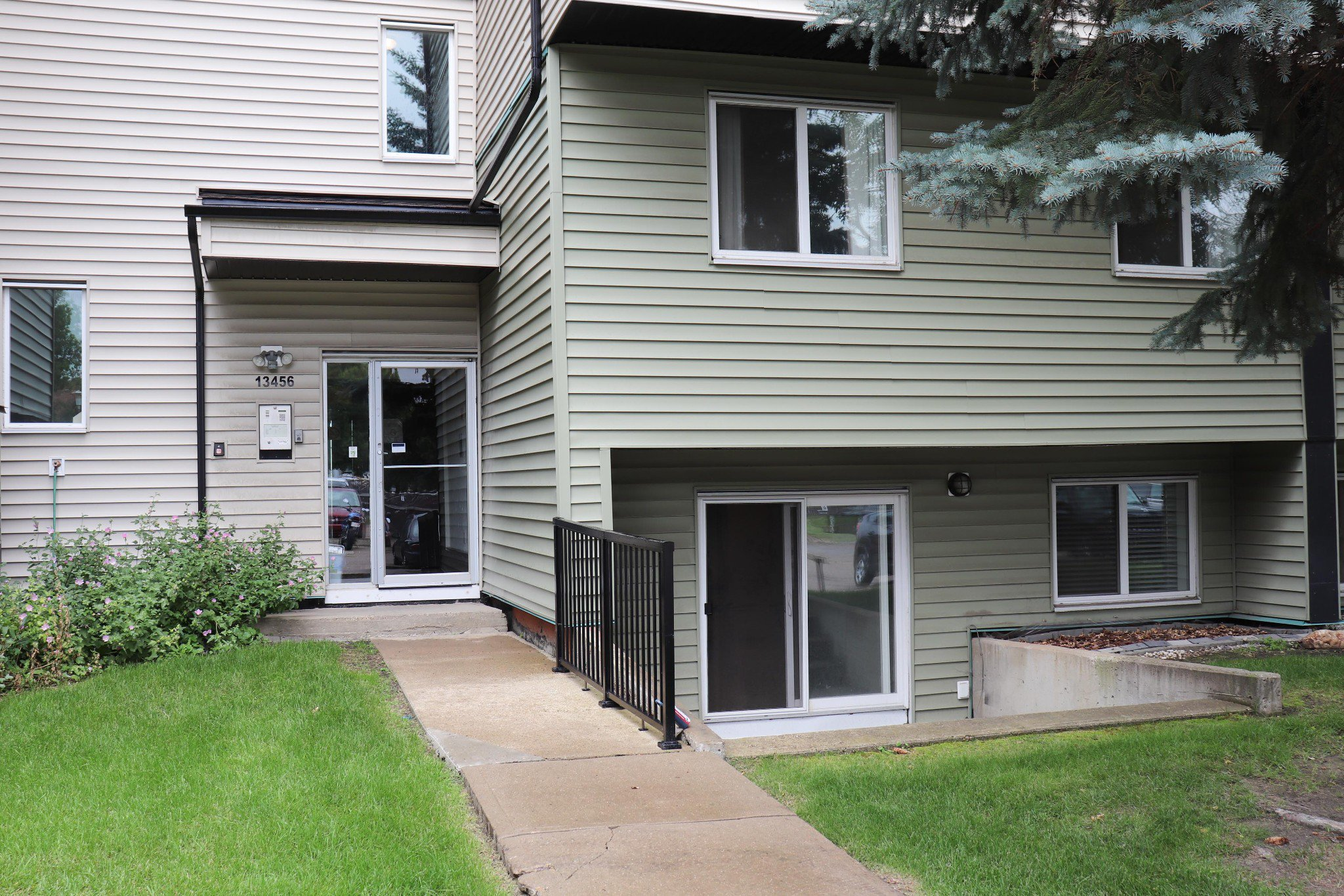 Main Photo: #4 13456 Fort Rd in Edmonton: Condo for sale