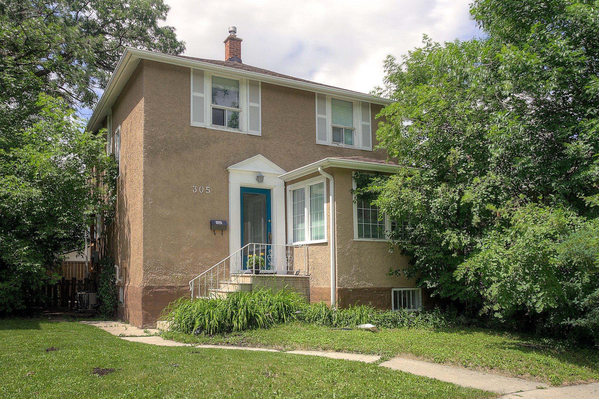 Main Photo: 305 Beaverbrook Street in Winnipeg: Single Family Detached for sale (1C)  : MLS®# 202015362