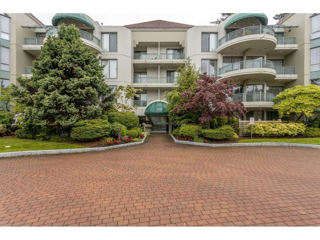 "Photo 2: Photos: 204 1725 MARTIN Drive in Surrey: Sunnyside Park Surrey Condo for sale in ""SOUTHWYND"" (South Surrey White Rock)  : MLS®# R2471785"