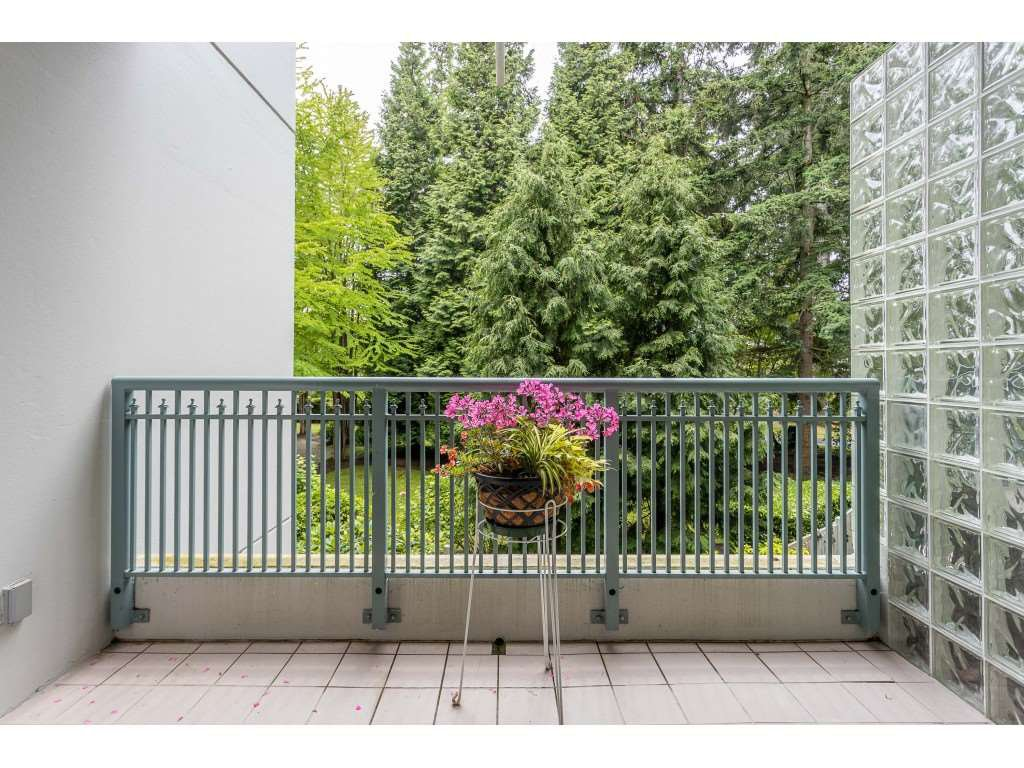 "Photo 19: Photos: 204 1725 MARTIN Drive in Surrey: Sunnyside Park Surrey Condo for sale in ""SOUTHWYND"" (South Surrey White Rock)  : MLS®# R2471785"