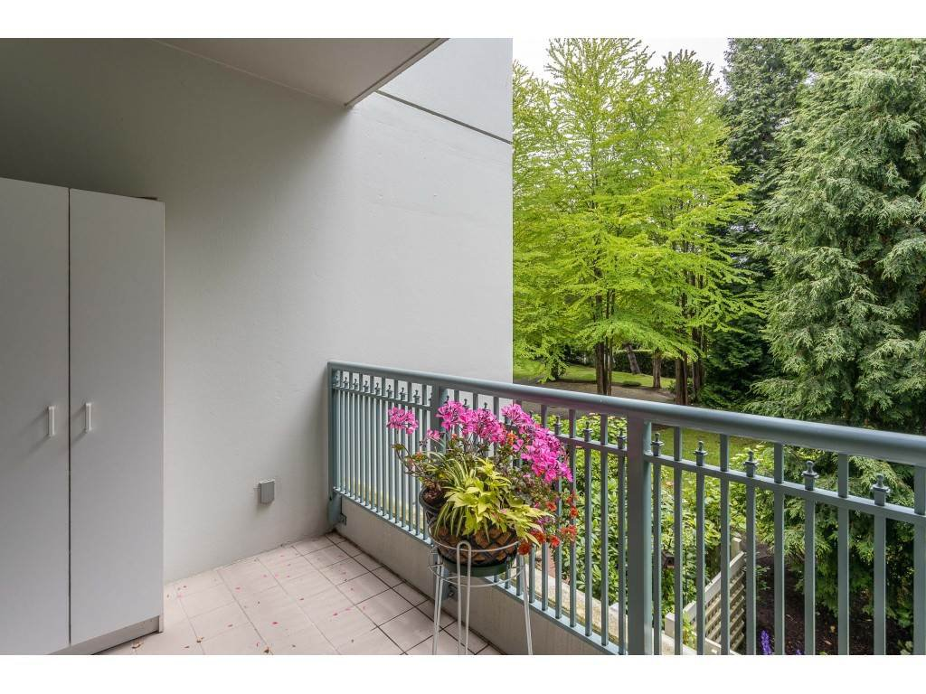 "Photo 28: Photos: 204 1725 MARTIN Drive in Surrey: Sunnyside Park Surrey Condo for sale in ""SOUTHWYND"" (South Surrey White Rock)  : MLS®# R2471785"