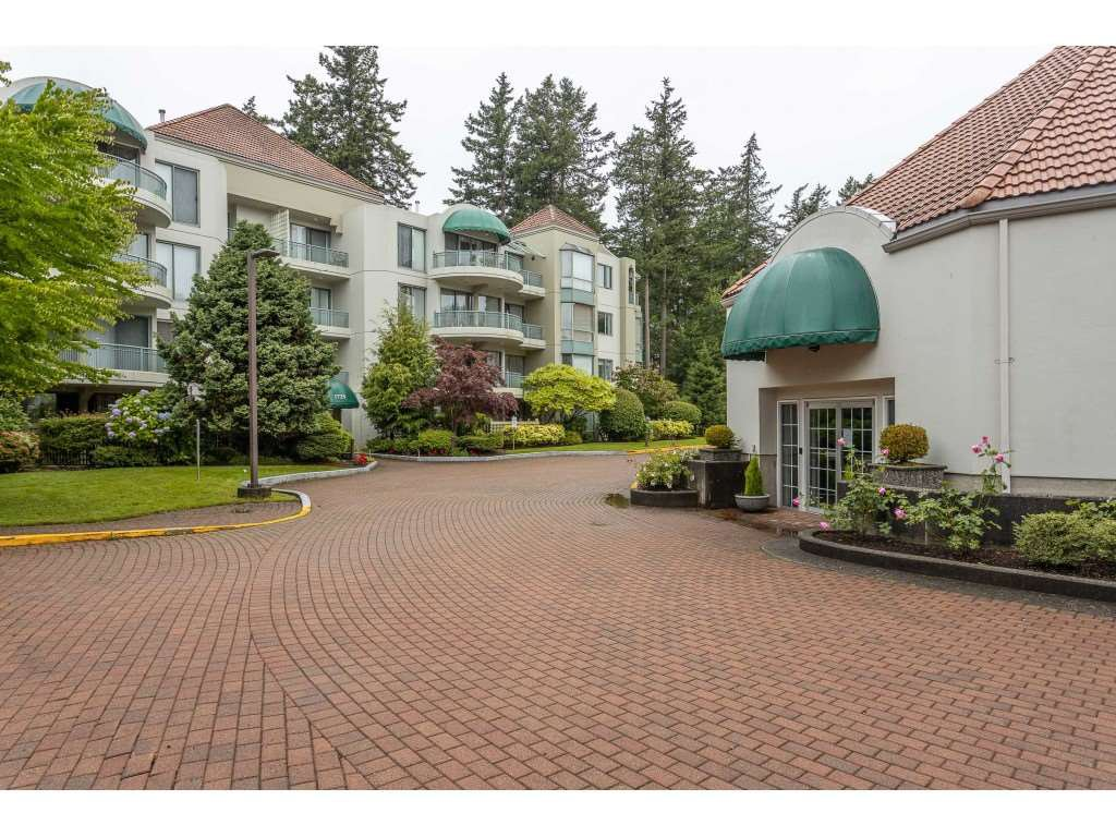 "Photo 32: Photos: 204 1725 MARTIN Drive in Surrey: Sunnyside Park Surrey Condo for sale in ""SOUTHWYND"" (South Surrey White Rock)  : MLS®# R2471785"