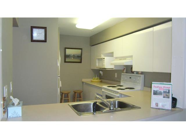 "Photo 4: Photos: 306 1189 WESTWOOD Street in Coquitlam: North Coquitlam Condo for sale in ""LAKESIDE TERRACE"" : MLS®# V870307"