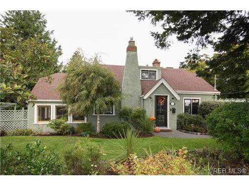 Main Photo: 1036 Munro St in VICTORIA: Es Old Esquimalt House for sale (Esquimalt)  : MLS®# 653807