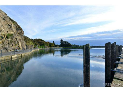 Main Photo: 1137 Bewdley Ave in VICTORIA: Es Saxe Point Half Duplex for sale (Esquimalt)  : MLS®# 715626