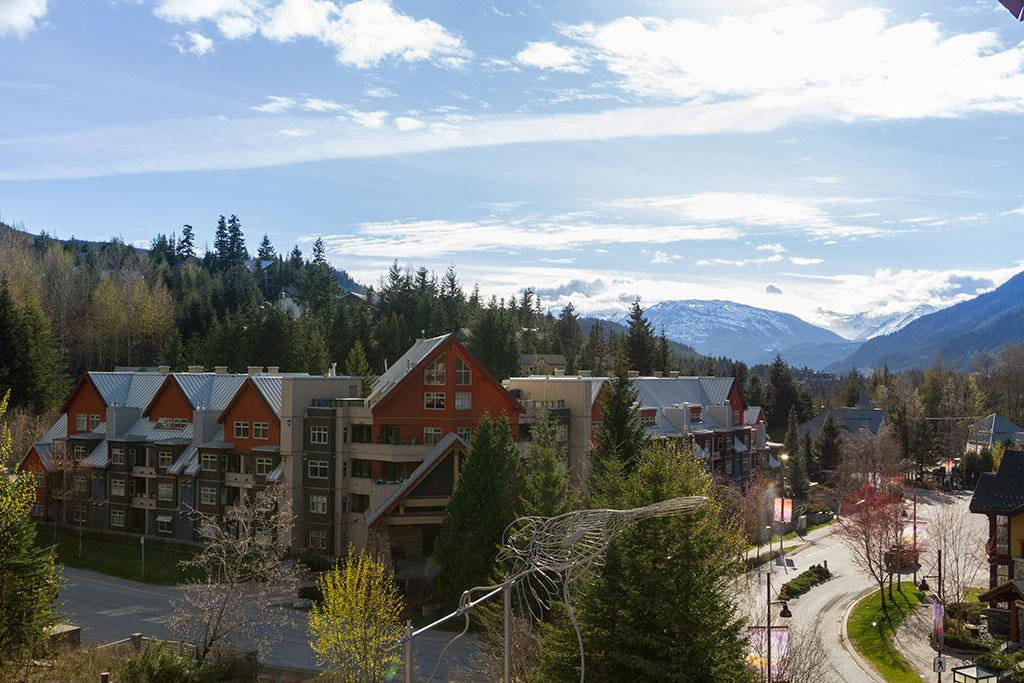 "Main Photo: 401 C 2036 LONDON Lane in Whistler: Whistler Creek Condo for sale in ""LEGENDS"" : MLS®# R2053554"