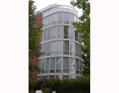 Main Photo: 312 688 FAIRCHILD Drive: Oakridge VW Home for sale ()  : MLS®# V717178