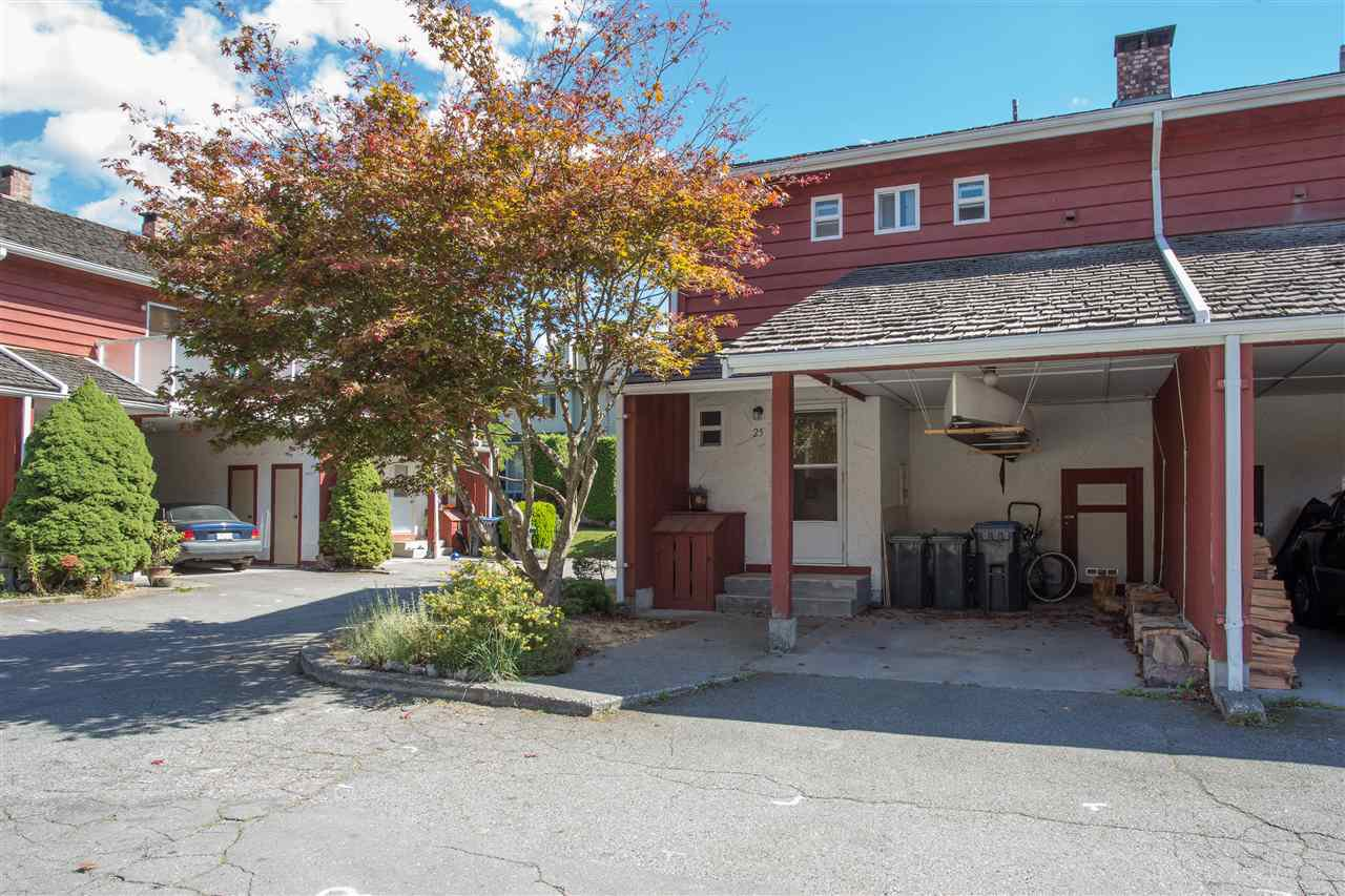 "Main Photo: 25 1500 JUDD Road in Squamish: Brackendale Townhouse for sale in ""Cottonwoods"" : MLS®# R2103345"