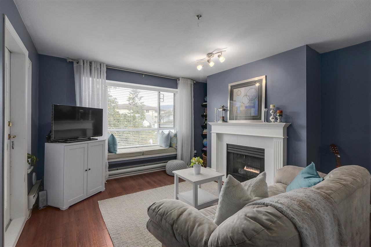 """Main Photo: 204 2340 HAWTHORNE Avenue in Port Coquitlam: Central Pt Coquitlam Condo for sale in """"BARRINGTON PLACE"""" : MLS®# R2121833"""