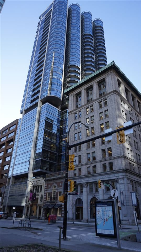 "Main Photo: 2505 838 W HASTINGS Street in Vancouver: Downtown VW Condo for sale in ""JAMESON HOUSE"" (Vancouver West)  : MLS®# R2129939"