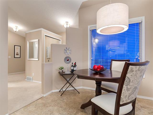 Photo 6: Photos: 68 SIERRA MORENA Green SW in Calgary: Signal Hill House for sale : MLS®# C4095788