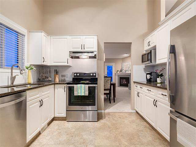 Photo 11: Photos: 68 SIERRA MORENA Green SW in Calgary: Signal Hill House for sale : MLS®# C4095788
