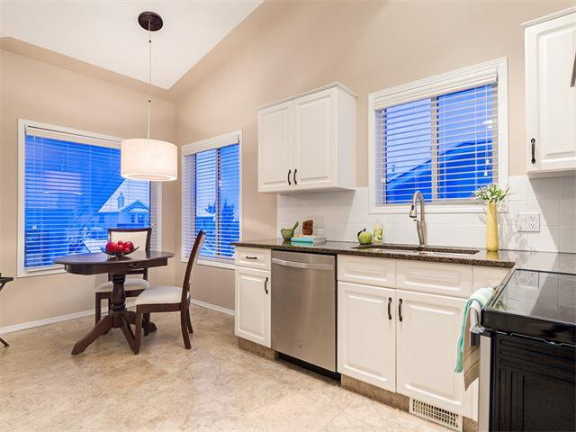 Photo 4: Photos: 68 SIERRA MORENA Green SW in Calgary: Signal Hill House for sale : MLS®# C4095788