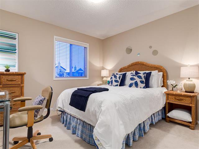 Photo 26: Photos: 68 SIERRA MORENA Green SW in Calgary: Signal Hill House for sale : MLS®# C4095788