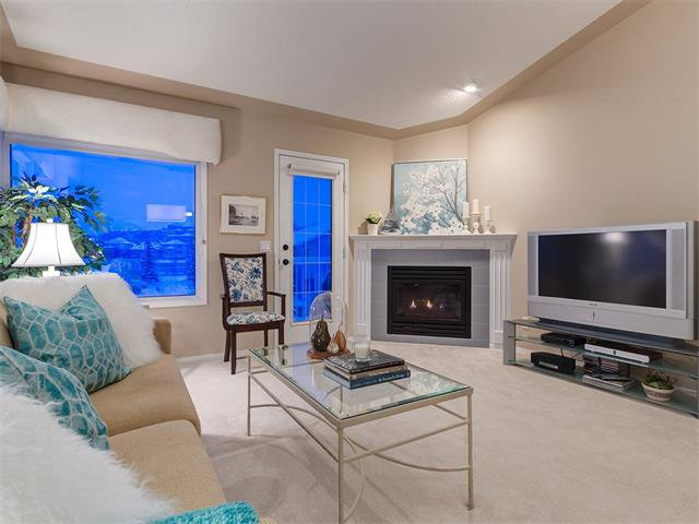 Photo 15: Photos: 68 SIERRA MORENA Green SW in Calgary: Signal Hill House for sale : MLS®# C4095788