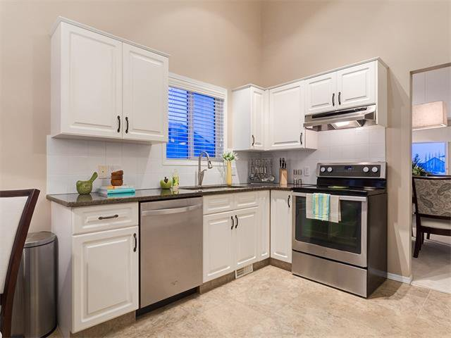 Photo 7: Photos: 68 SIERRA MORENA Green SW in Calgary: Signal Hill House for sale : MLS®# C4095788