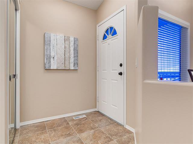 Photo 3: Photos: 68 SIERRA MORENA Green SW in Calgary: Signal Hill House for sale : MLS®# C4095788