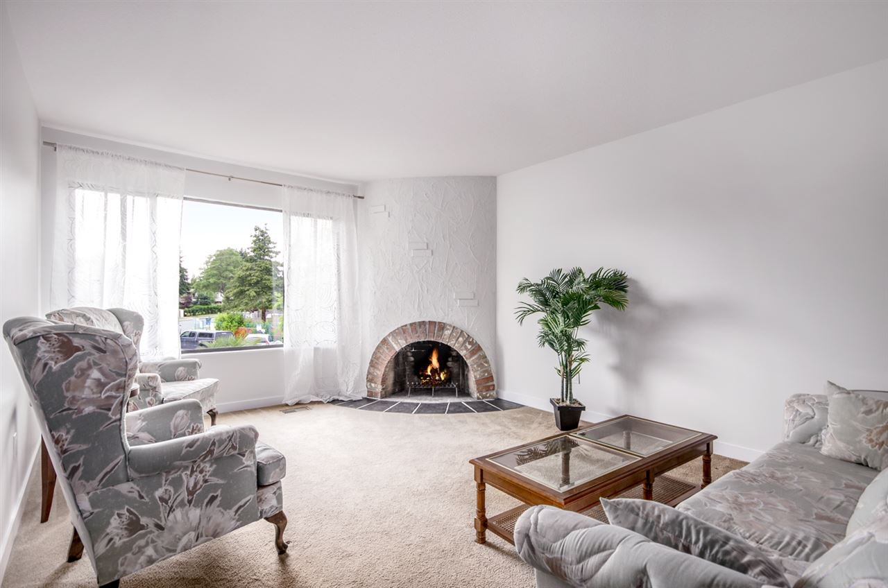 Main Photo: 4991 MARIPOSA Court in Richmond: Riverdale RI House 1/2 Duplex for sale : MLS®# R2176853