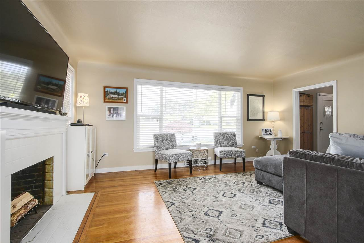 """Photo 3: Photos: 1810 TENTH Avenue in New Westminster: West End NW House for sale in """"West End"""" : MLS®# R2179683"""