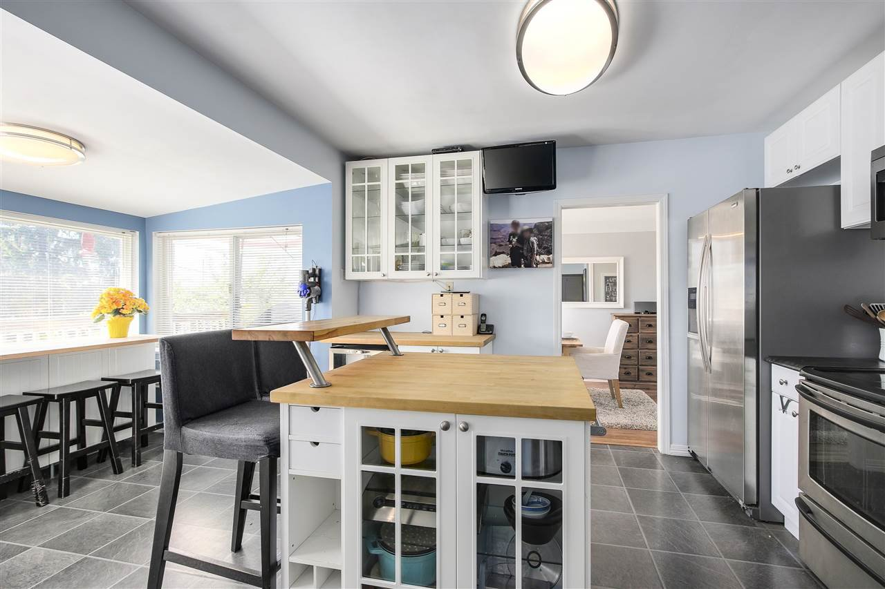 Spacious kitchen with lots of room for prepping your gourmet meals!