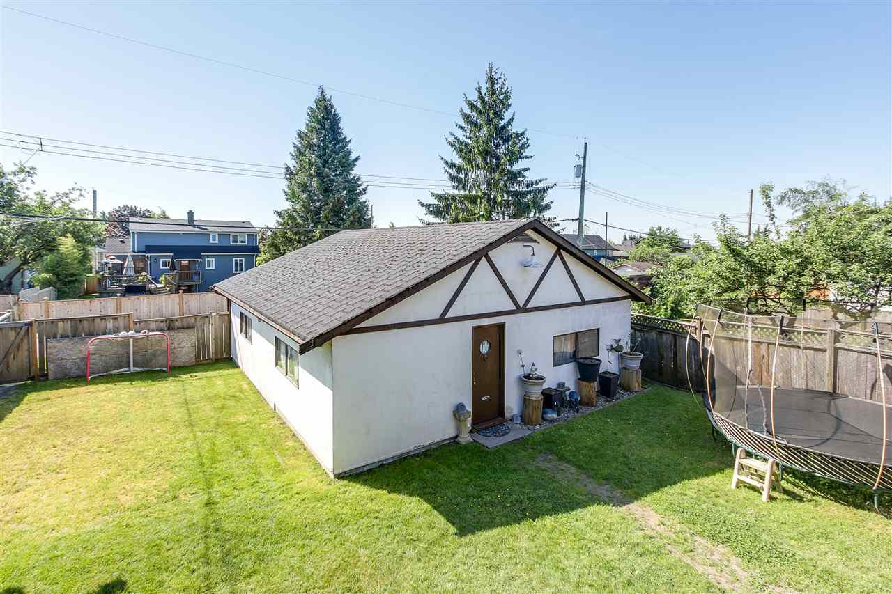 """Photo 18: Photos: 1810 TENTH Avenue in New Westminster: West End NW House for sale in """"West End"""" : MLS®# R2179683"""