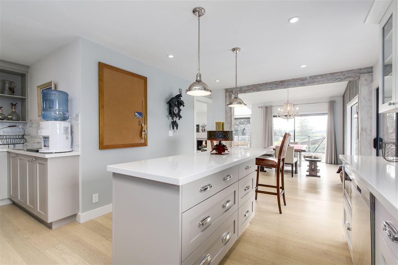 """Photo 6: Photos: 21318 32 Avenue in Langley: Brookswood Langley House for sale in """"Brookswood"""" : MLS®# R2181634"""