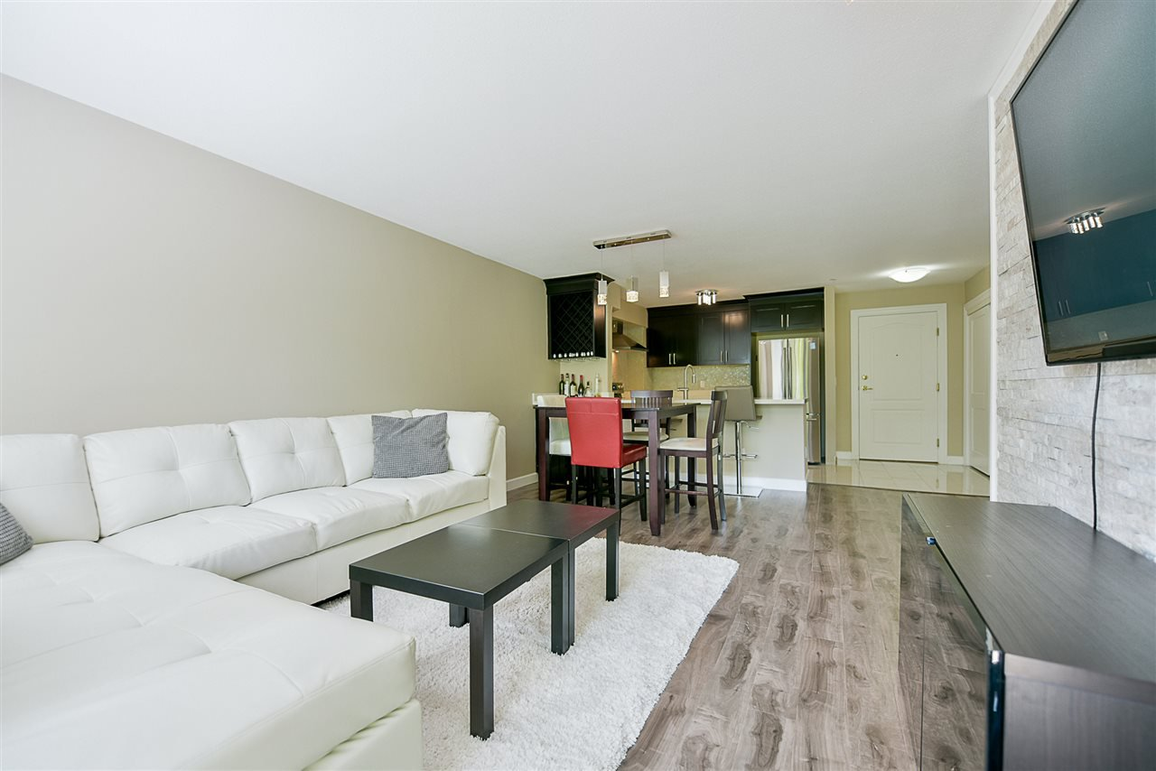 "Photo 10: Photos: 206 20268 54 Avenue in Langley: Langley City Condo for sale in ""BRIGHTON PLACE"" : MLS®# R2190927"