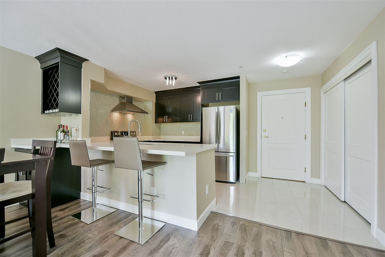 "Photo 5: Photos: 206 20268 54 Avenue in Langley: Langley City Condo for sale in ""BRIGHTON PLACE"" : MLS®# R2190927"