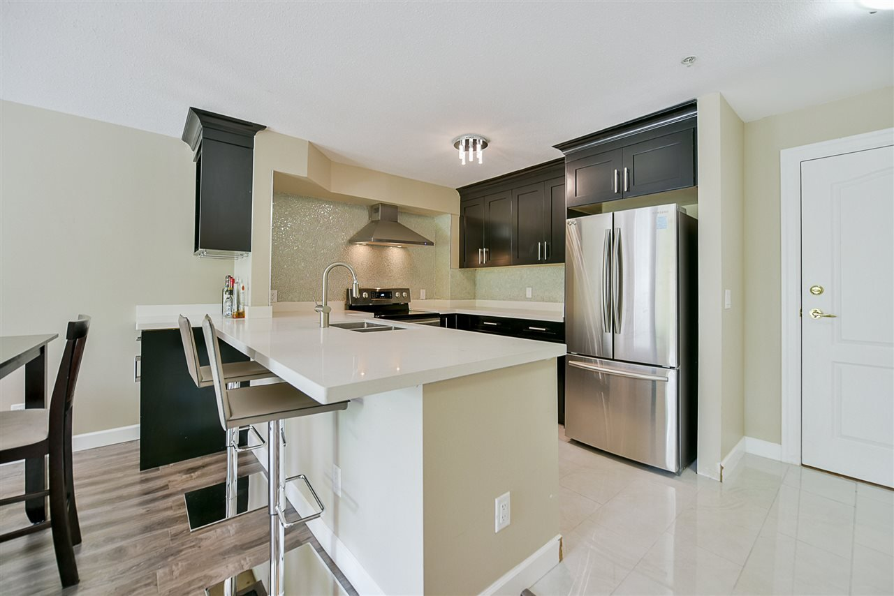 "Photo 2: Photos: 206 20268 54 Avenue in Langley: Langley City Condo for sale in ""BRIGHTON PLACE"" : MLS®# R2190927"
