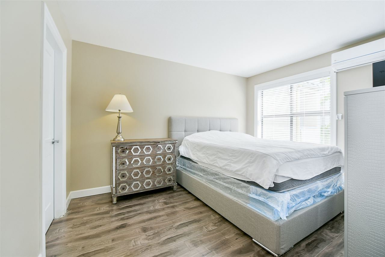 "Photo 14: Photos: 206 20268 54 Avenue in Langley: Langley City Condo for sale in ""BRIGHTON PLACE"" : MLS®# R2190927"
