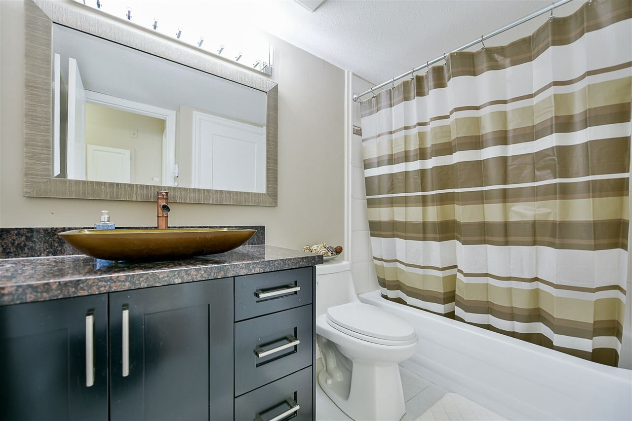 "Photo 16: Photos: 206 20268 54 Avenue in Langley: Langley City Condo for sale in ""BRIGHTON PLACE"" : MLS®# R2190927"