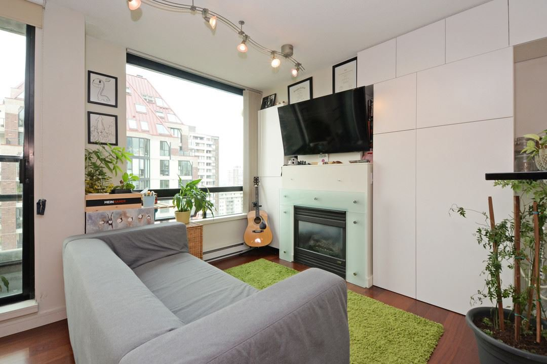"""Main Photo: 1505 1003 BURNABY Street in Vancouver: West End VW Condo for sale in """"MILANO"""" (Vancouver West)  : MLS®# R2202748"""