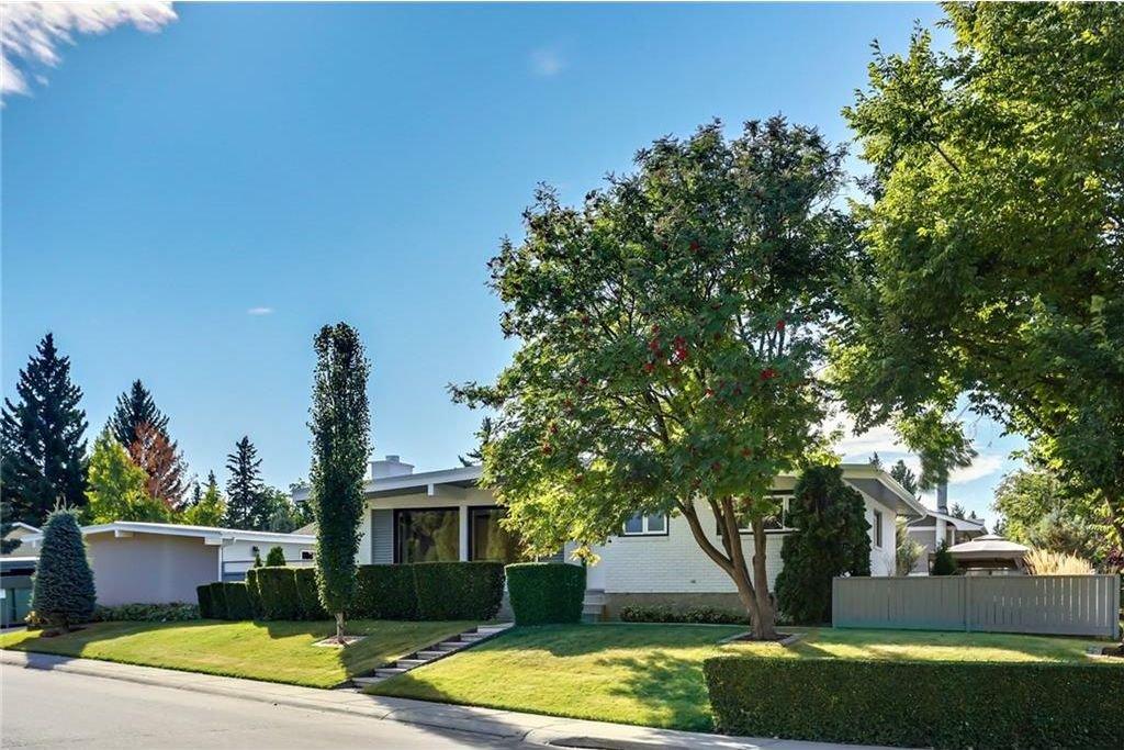 Main Photo: 4911 VANSTONE Road NW in Calgary: Varsity House for sale : MLS®# C4162409